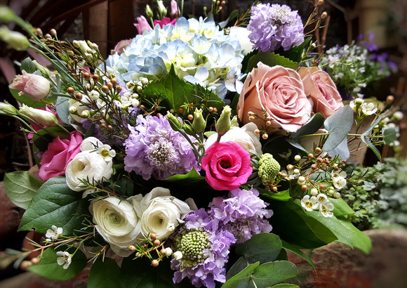 Elegant Country Style - HTA117 - Yeomans Flowers