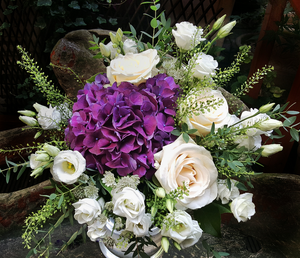 Elegant Country Style - HTA214 - Yeomans Flowers in London NW1