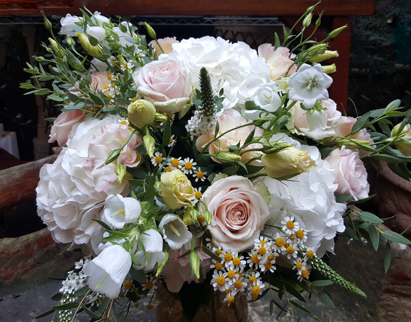 Elegant Country Style - HTA215 - Yeomans Flowers