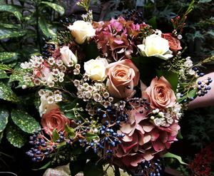 Elegant Country Style - HTB126 - Yeomans Flowers in London NW1