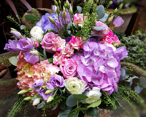 Elegant Country Style - HTB131 - Yeomans Flowers in London NW1