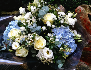 Elegant Country Style - HTC4018 - Yeomans Flowers in London NW1