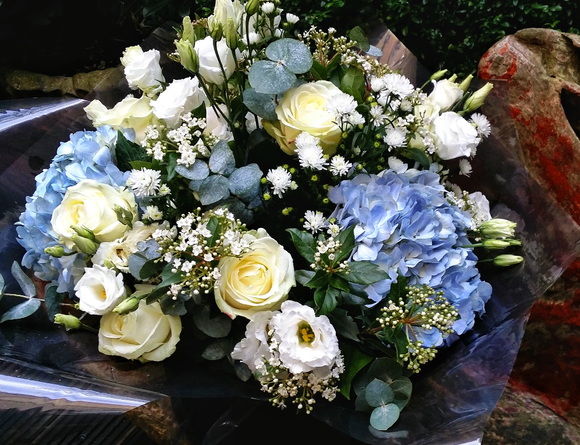 Elegant Country Style - HTC4018 - Yeomans Flowers