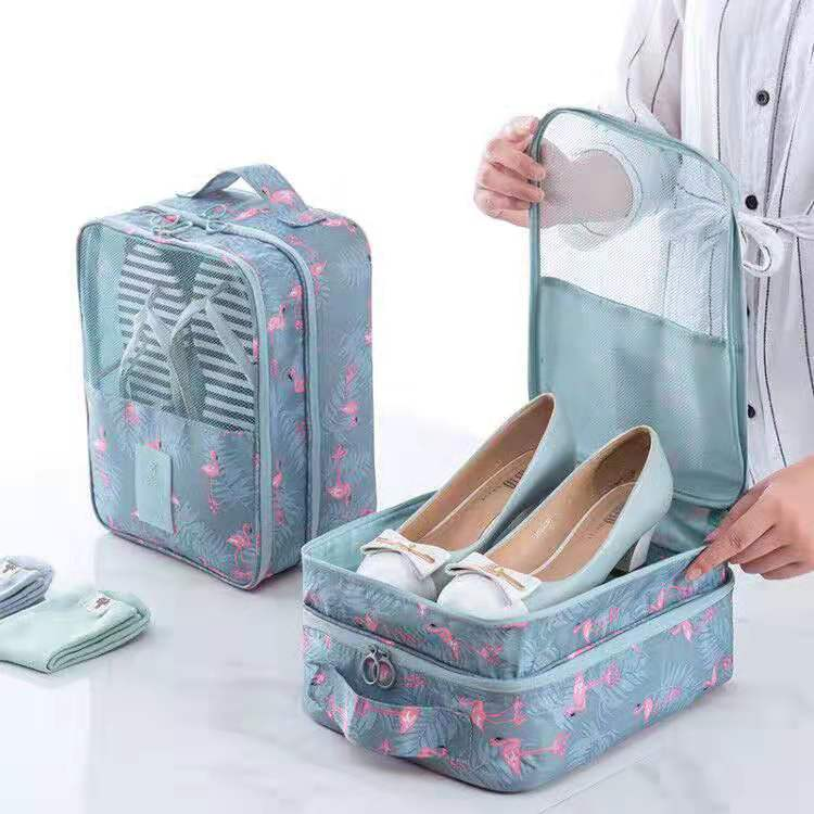 Ultra-portable three-layer separated travel shoe box