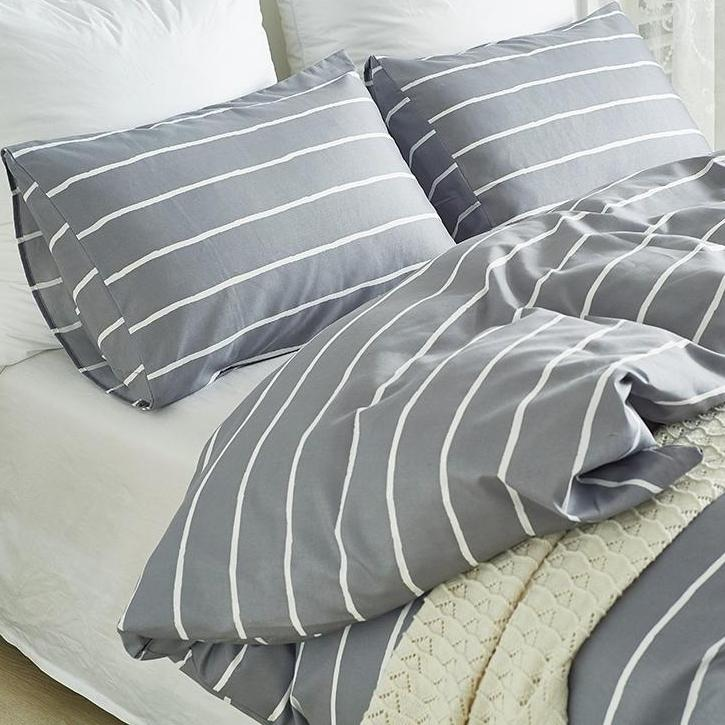 Gray 2/3-Piece White Striped Duvet Cover Set