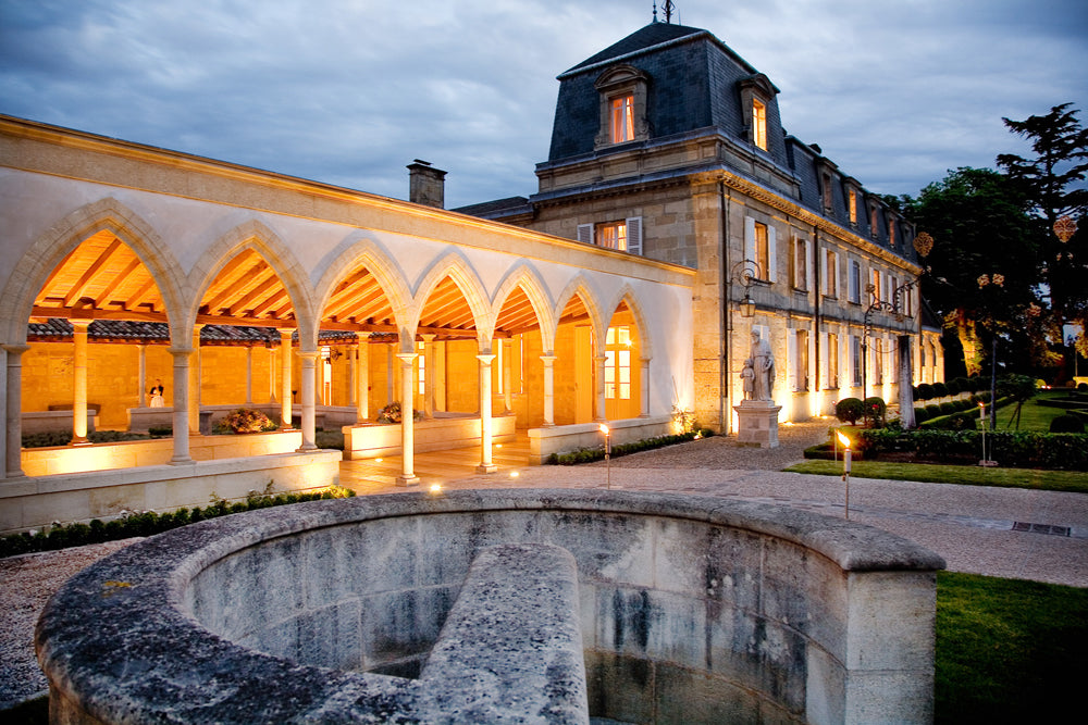 Cloister-and-facade-of-Chateau-La-Mission-Haut-Brion