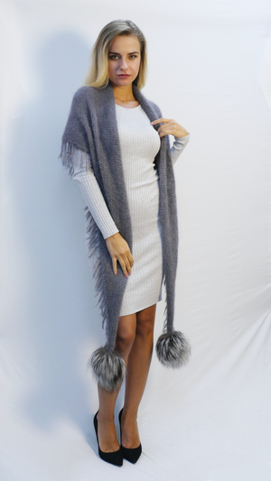 oversized fringe scarf in gray mohair with two fur pom poms