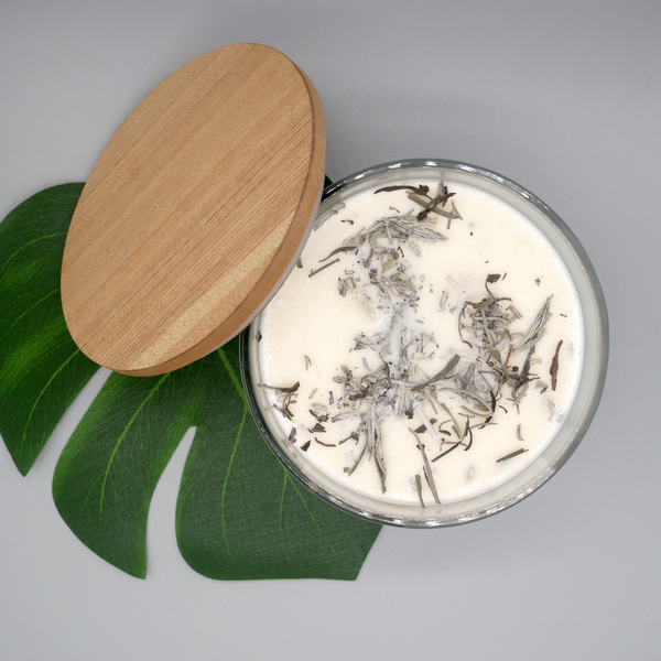 English Lavender & Dead Sea Salt Aromatherapy candle 50cl open product with wooden lid