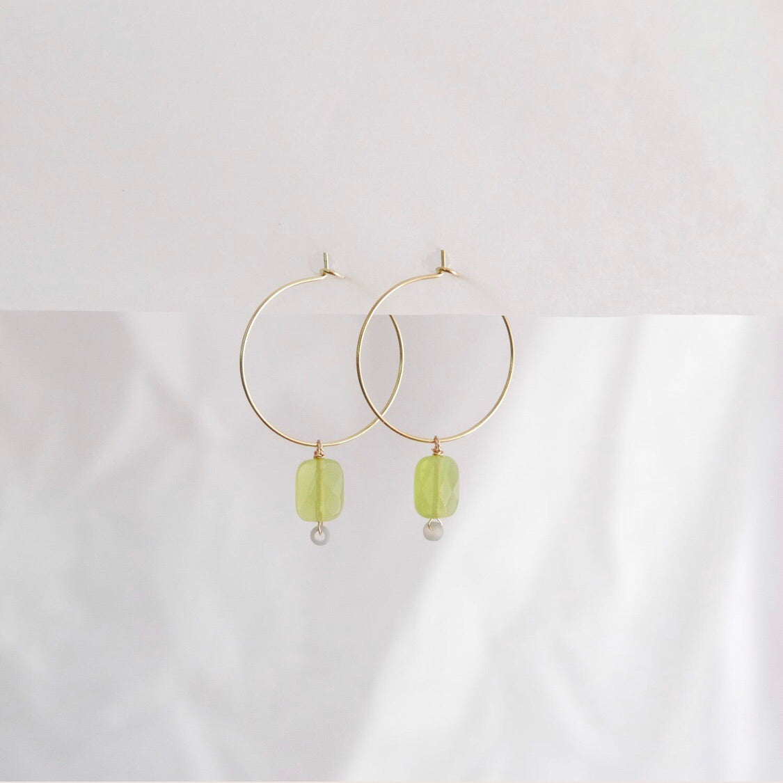 Goodheart hoops - Agates Pistachio + Grey + gold plate