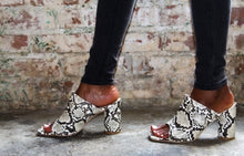 Load image into Gallery viewer, Snake Print Mules