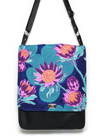 LARGE MESSENGER BAG - PROTEA