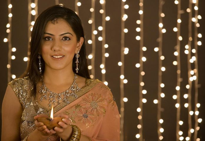 Diwali celebrations come along with tons of functions and parties, and looking perfect for every occasion can be taxing, right? It is that time of the year when women step out hunting for the latest Diwali fashion trends