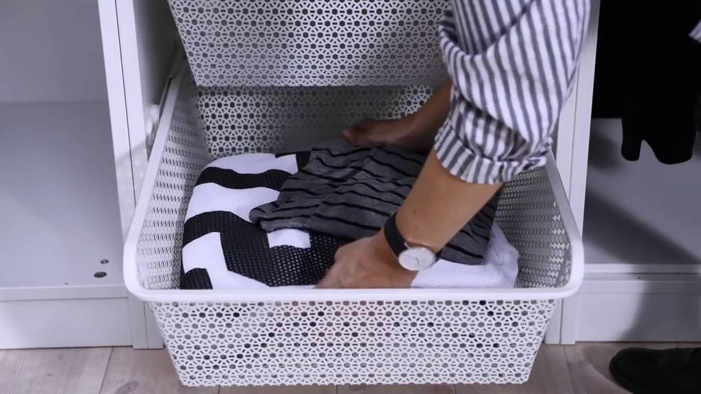 Watch this video for tips on organising your closet in a few simple steps!