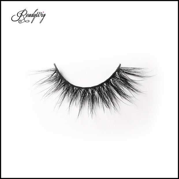 natural-looking false eyelashes that are easy to wear and remove