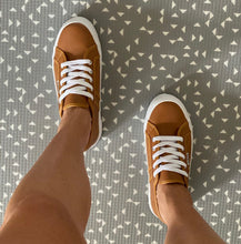 Cass Leather Flatform Sneakers || Tan Leather
