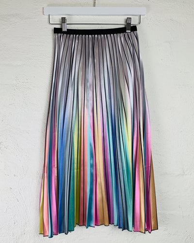 Rainbow Pleated Skirt Running w Scissors Basic State