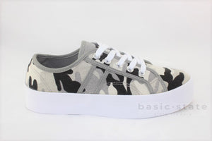 Lift Canvas Flatform Sneakers || Camo