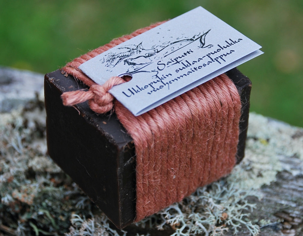 Goat milk soap - Chocolate & Lingonberry scented