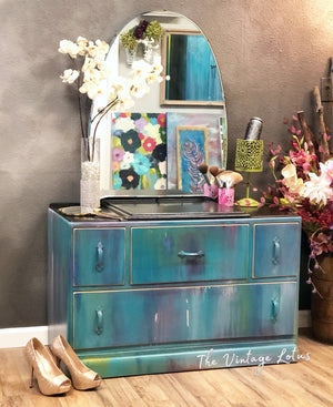 Beautiful Vintage Vanity Dresser