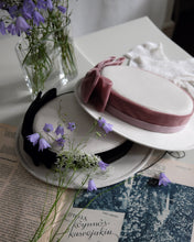 Load image into Gallery viewer, Petite Sailor hat in Ivory & Old Pink