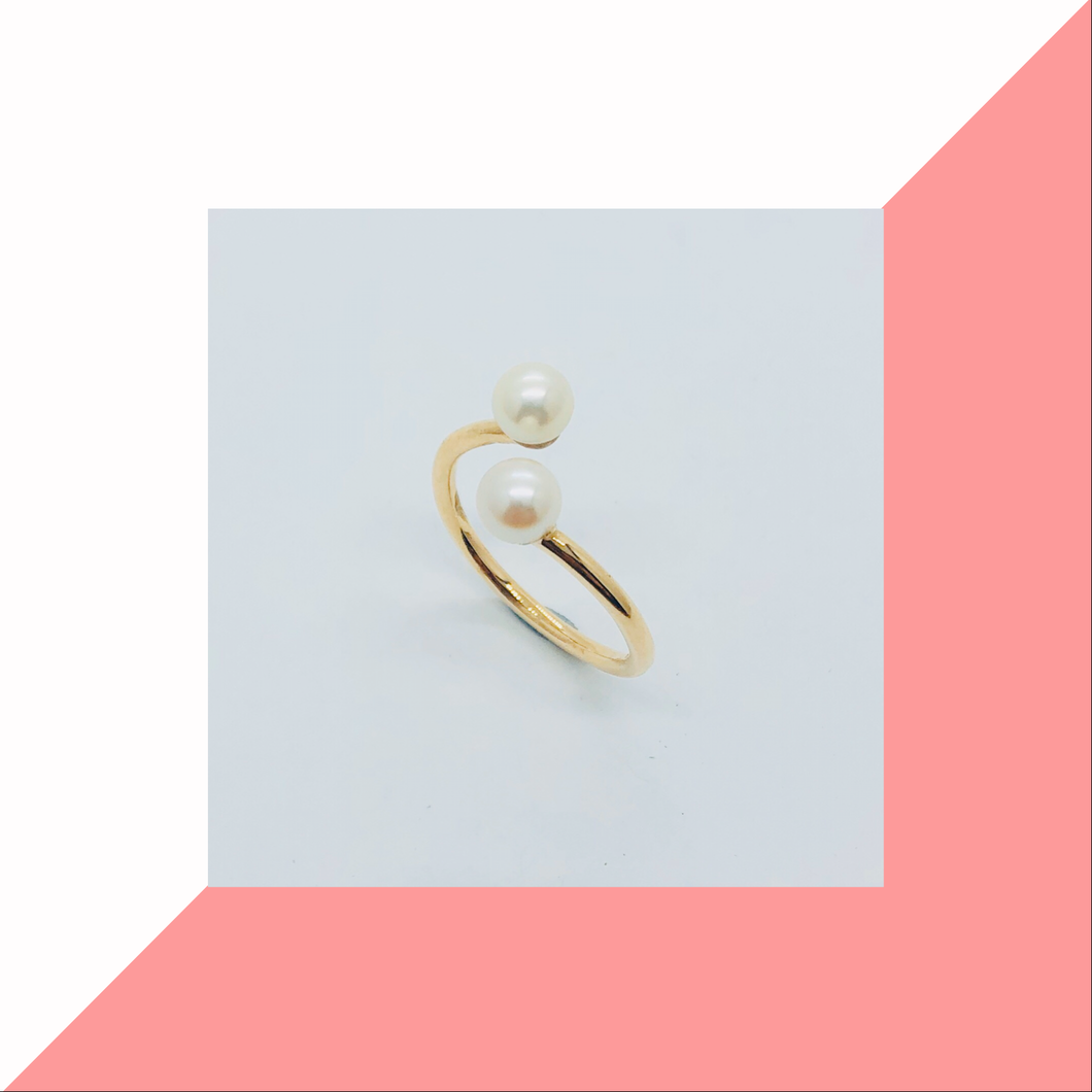 Crossover Gold and Pearl Ring