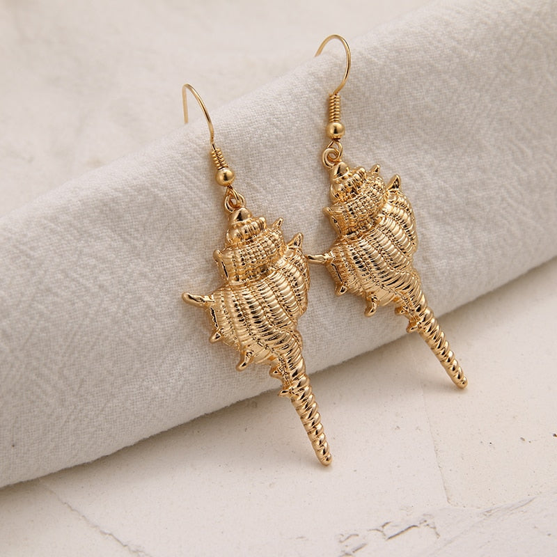 Trendy Conch Shell Dangle Drop Earrings In A Beautiful Antique Gold Tone!