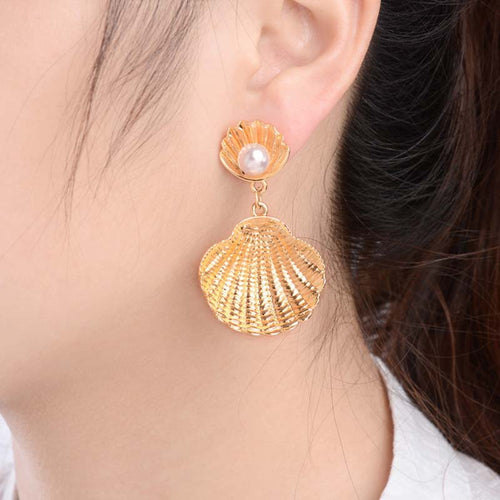 'Striking' Gold Tone Dangle Earrings Seashell & Pearl Drop Earrings