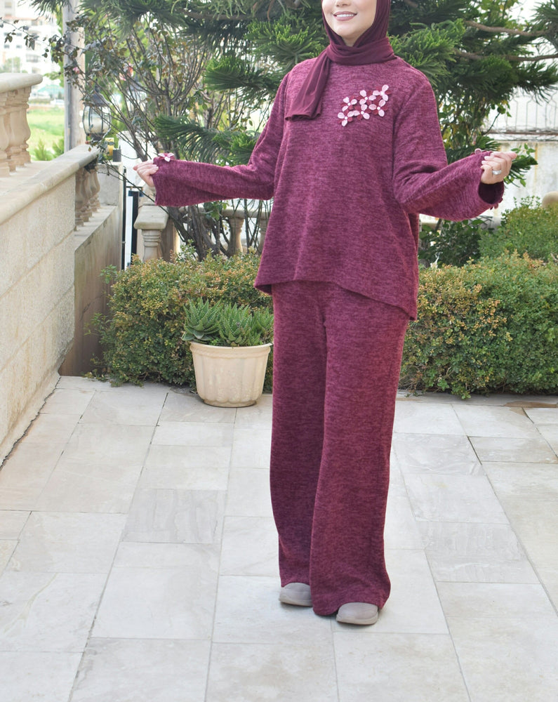 Daily wool training suits designed with small flowers on sleeves exxab.com