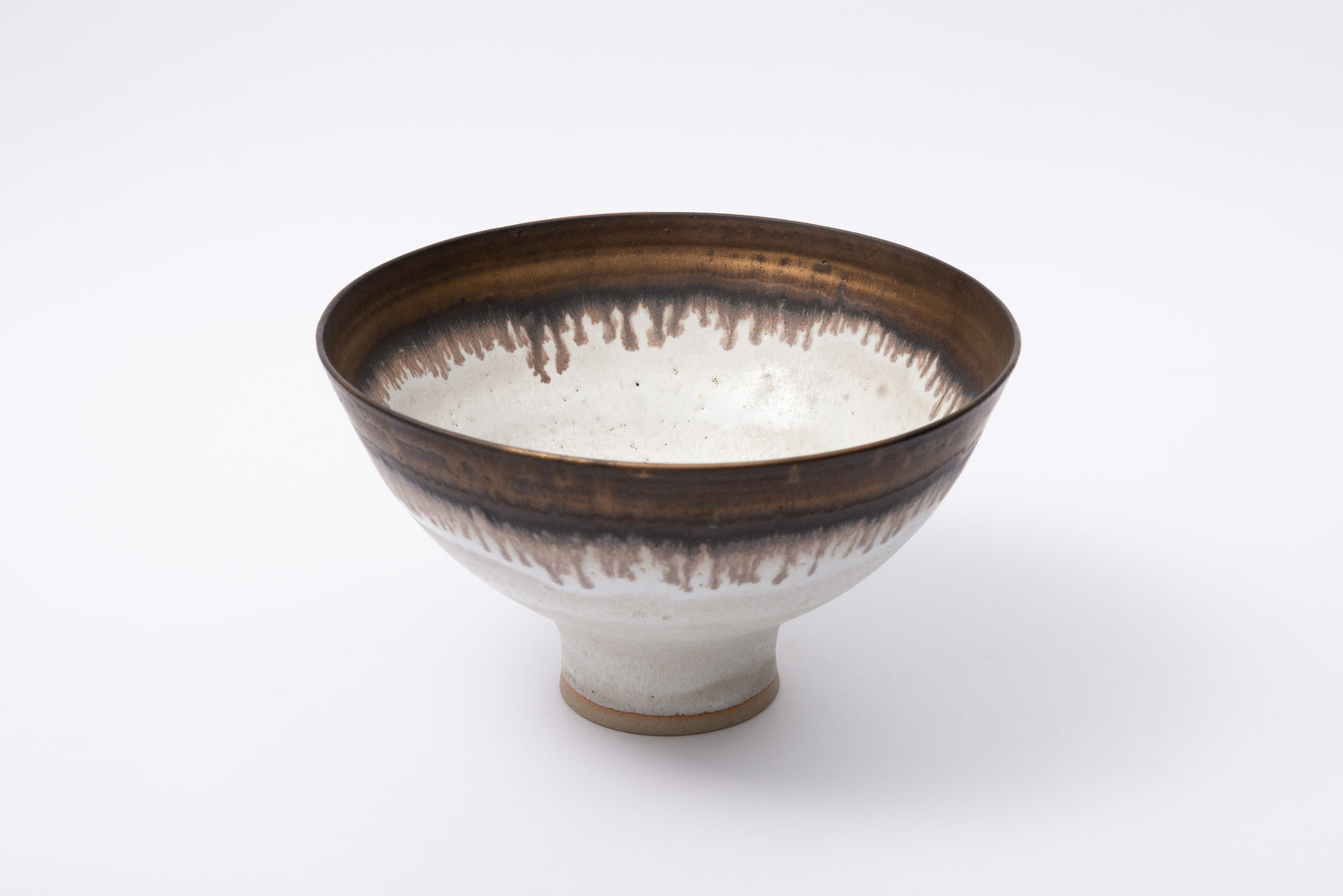 茶碗 / Footed bowl with manganese rim,