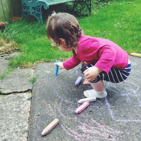Child drawing with chalks