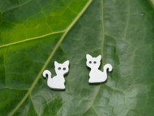 Load image into Gallery viewer, Mini pendientes gatito plata