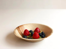 Medium round palm leaf bowl dessert 18cm compostable