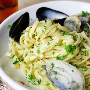 Linguine Pasta with Fresh Mussels, Clams and Chilli