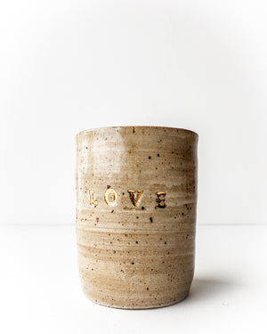 "Tumbler, med ""love"" gold — Love Pottery"