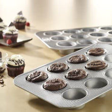 USA Pan Bakeware Nonstick Cupcake and Muffin Pan with LId