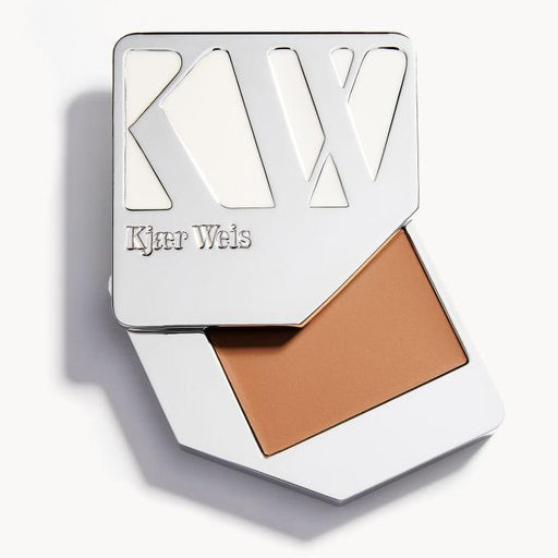 Cream Foundation - Dainty - Kjaer Weis | FABLAB AB