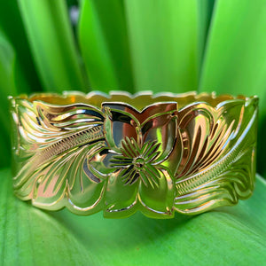 14K Gold Plated Hawaiian Scroll Bangle - 32mm closeup