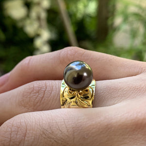 Hawaiian Scroll Black Shell Pearl Ring on Model