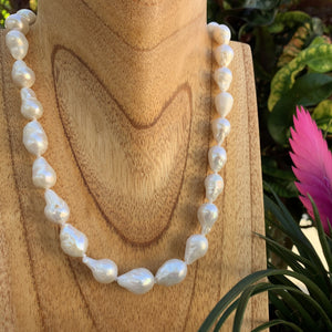 Baroque Pearl Necklace in white.