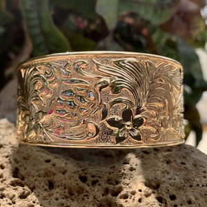 33mm under the sea bangle closeup showing turtle.