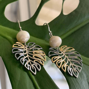 Monstera White Pearl Earrings