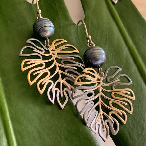 Monstera Black Pearl Earrings