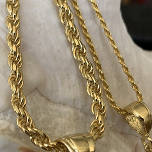 Close of of 5mm chain and 1.5mm chain.