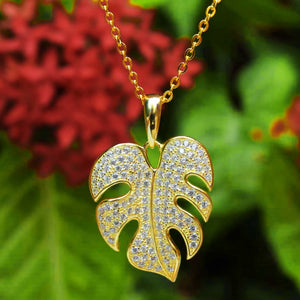 Monstera Pave Pendant in Gold