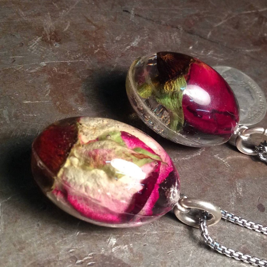 Rose Egg Necklace - Heyltje Rose Shop
