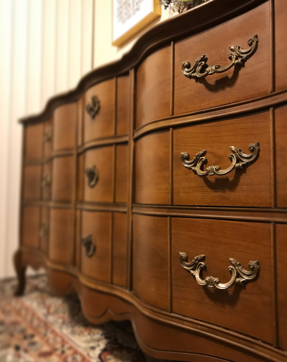 (SOLD) Gorgeous Vintage High-End Bassett French Country Serpentine Bedroom Dresser Set with Beautiful Details and Hardware!!!
