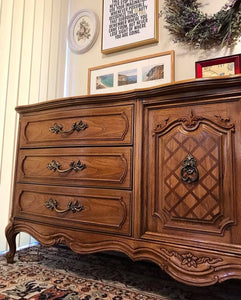 (SOLD) Gorgeous Vintage High-End Thomasville XLarge French Country Dresser/Media/Buffet/Console/Entryway with Beautiful Details and Hardware!!
