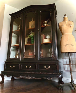 (SOLD) Gorgeous Restoration Hardware inspired Semi-Weathered French-Victorian Clawfoot Chippendale Display Cabinet with Beautiful Details!!