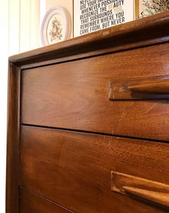 (SOLD) Gorgeous Mid-Century Modern Chest of Drawers in Great Condition!!! 40W 45H 20D