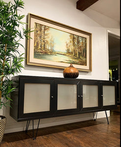 (SOLD) Simply Beautiful Contemporary Style Entryway/Media/Buffet/Sideboard/Credenza in Great Condition. Perfect for Minimalist indeed!!